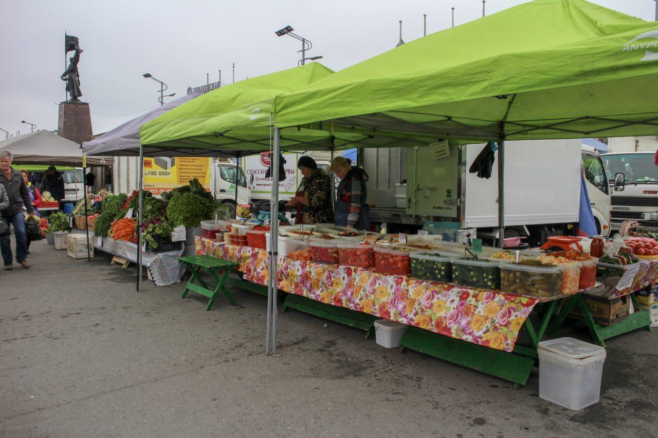 ウラジオストク中央広場の市場
