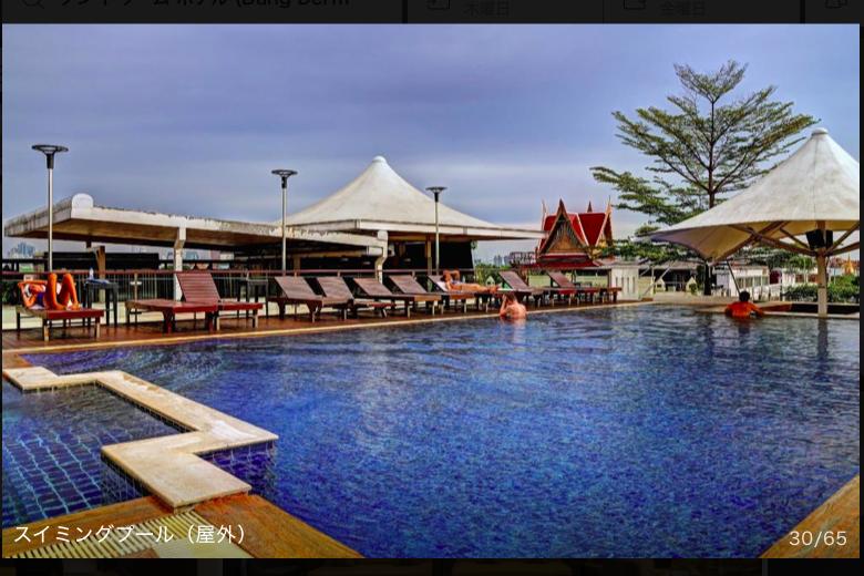 ダンドゥームホテルの屋上プール