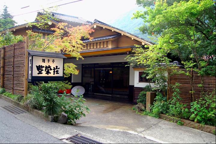 豊栄荘玄関