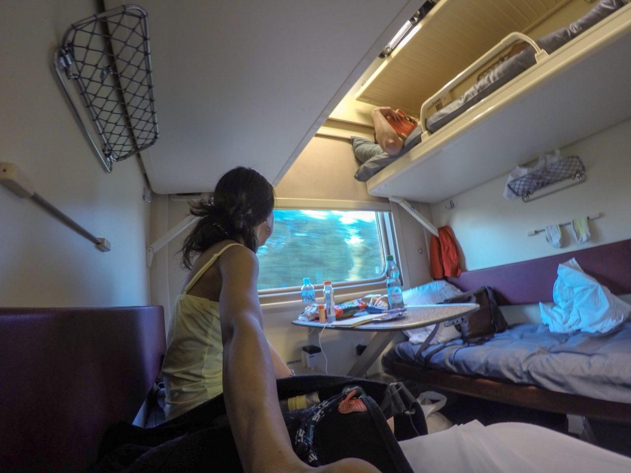 寝台列車の車内