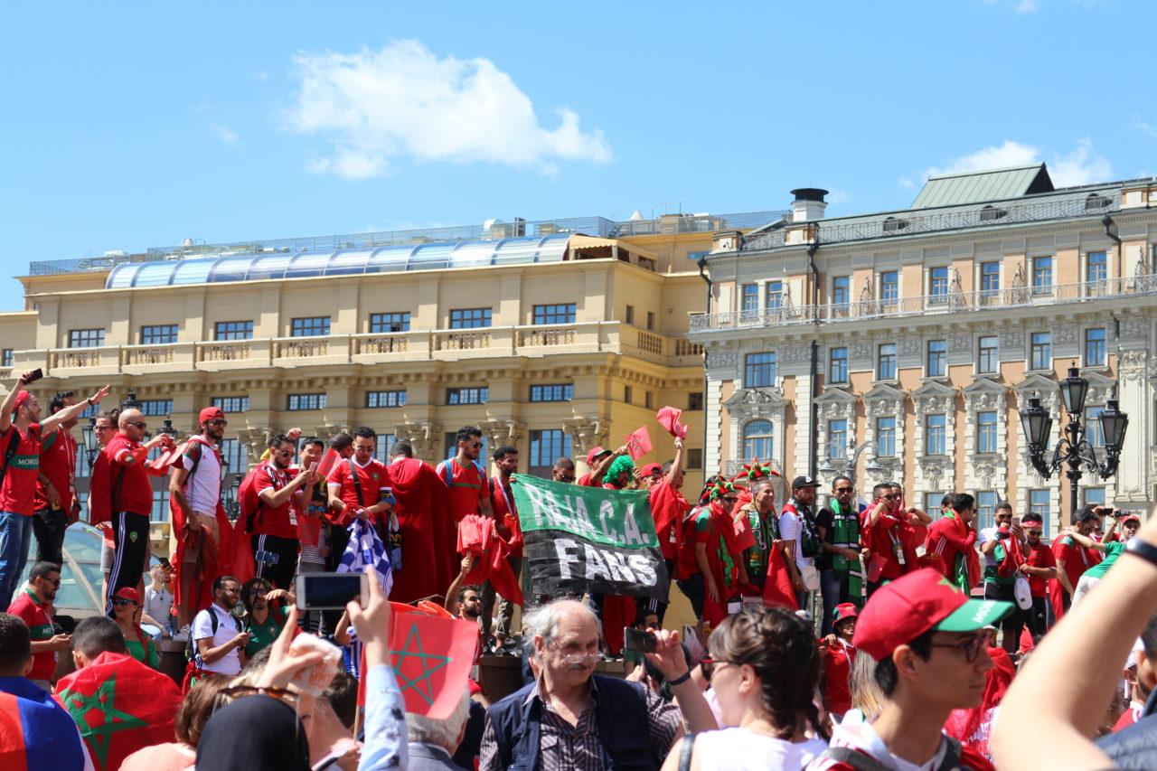 赤の広場に集まるサポーター