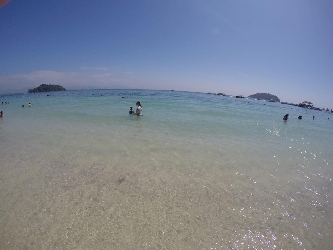 マヌカン島の海