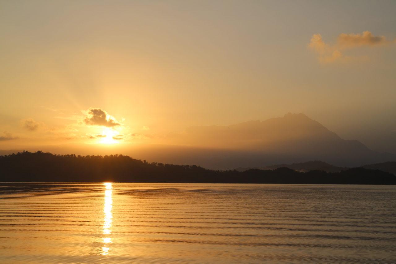 キナバル山と朝日