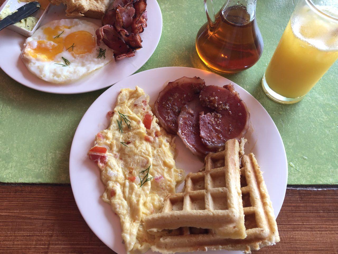 アロナビーチでの朝食
