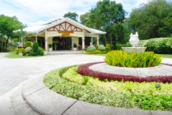 オゴトンケーブリゾートの庭
