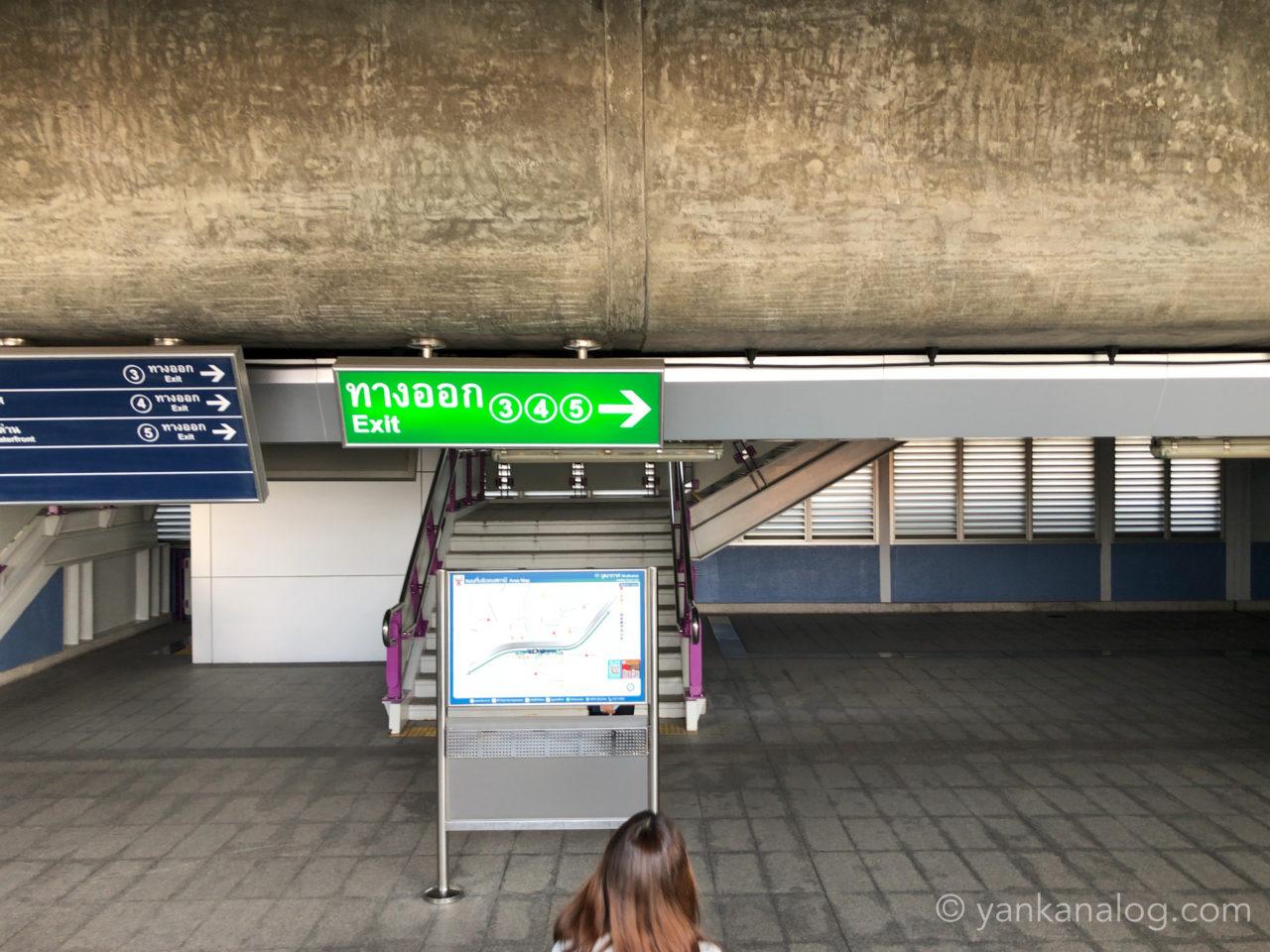 ウッタカート駅1