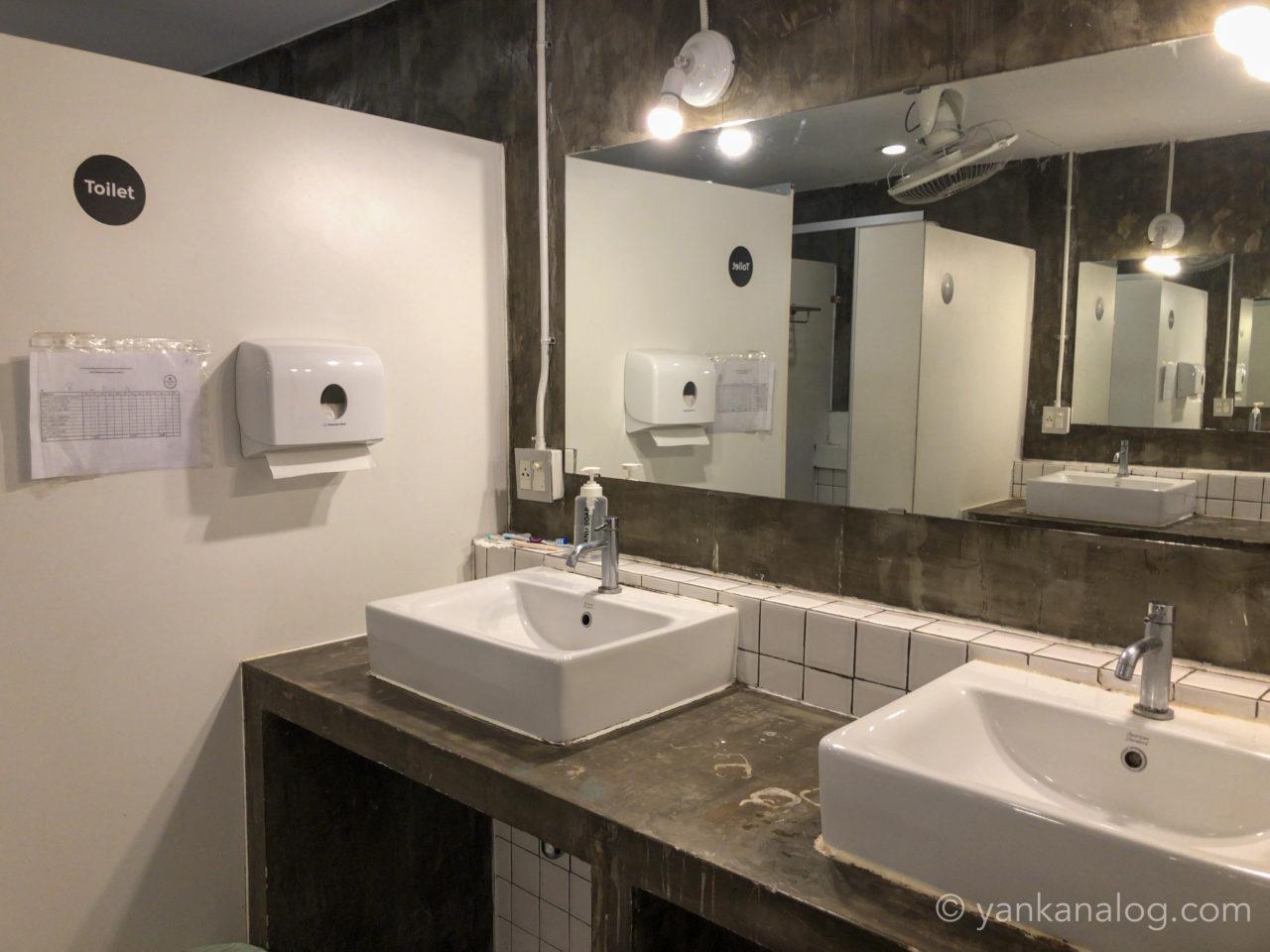 ムービーロッジのシャワールーム1