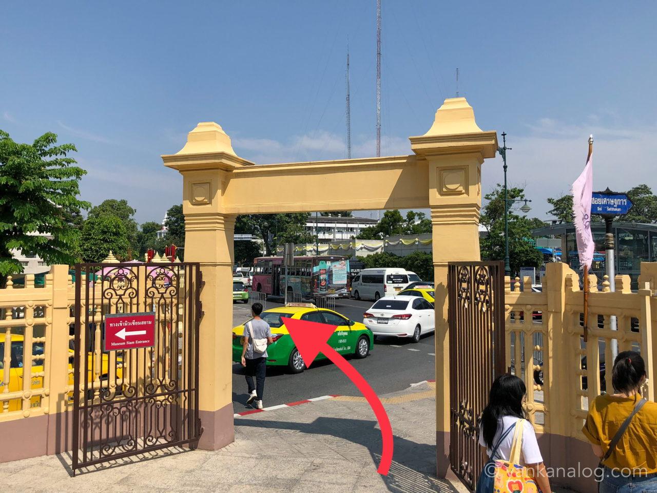 バンコクのMRTサナームチャイ駅4