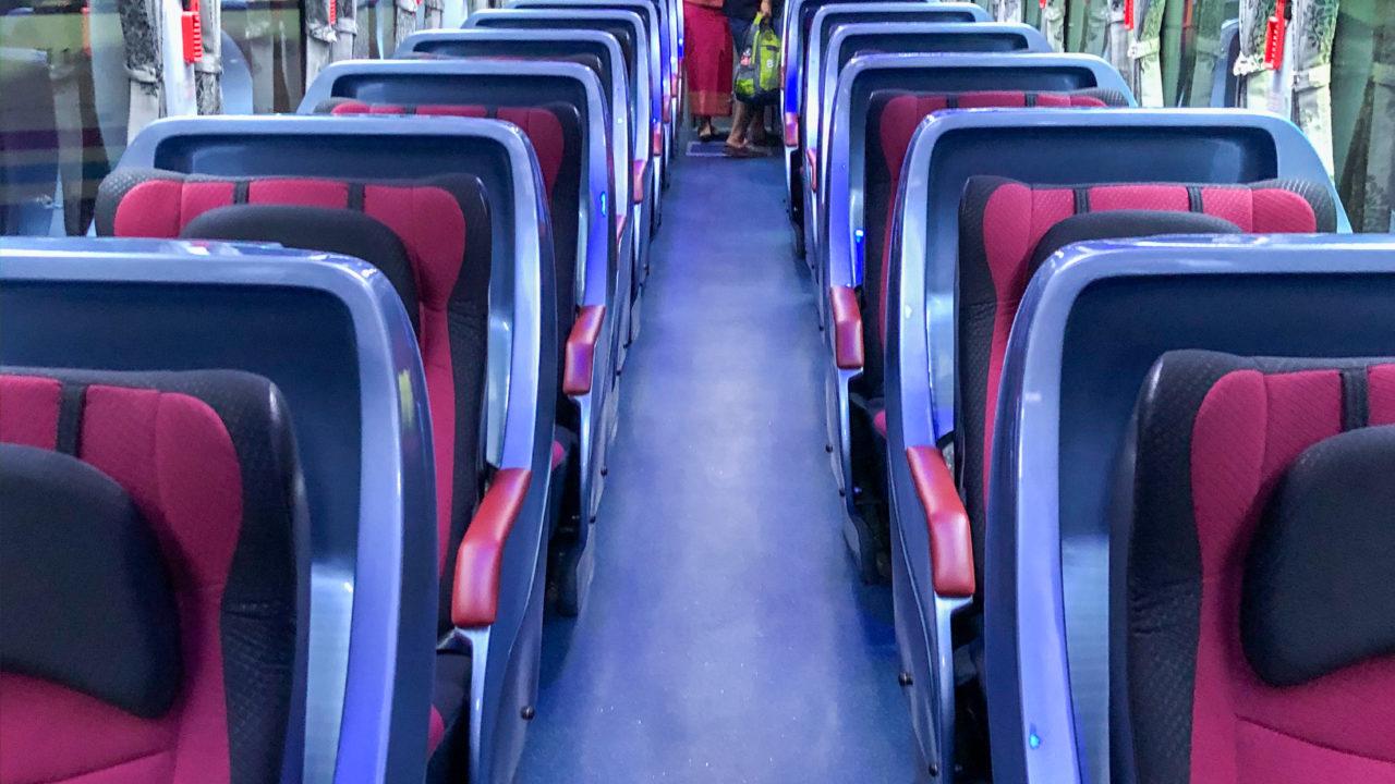 チェンマイ行きソンバットツアーのバス座席1